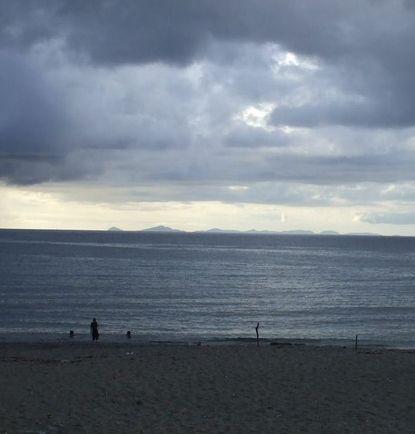 与那の海岸から見える伊是名島.JPG